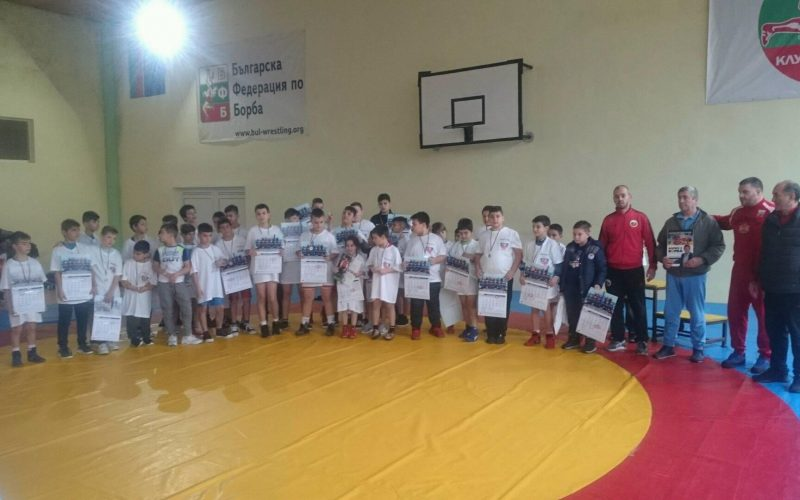Коледен турнир по борба за наградите УСШ Русе и Валентин Йорданов