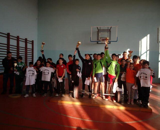 Тежкоатлетите на УСШ- Русе взеха участие в първия турнир по вдигане на тежести в Генерал Тошево